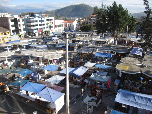 Vendors set up their stalls in Plaza de Ponchos in the early morning