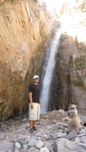 Mauricio snaps my pic in front of the waterfall at the top of el Garganta del Diablo